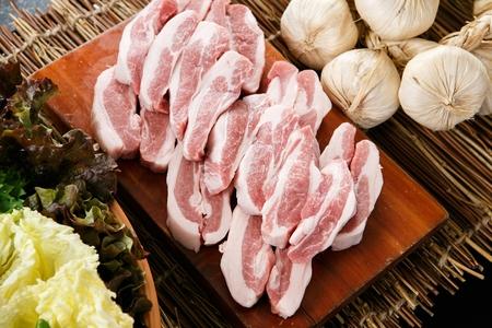 韓国のバーベキュー、豚の頬肉