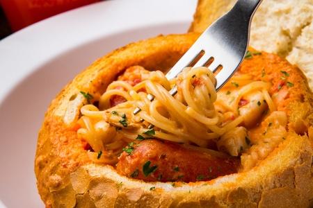 Creamy rosé pane pasta in bread 免版税图像