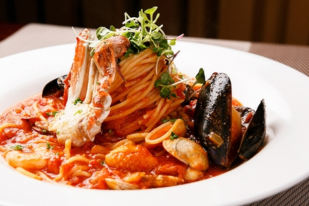 Pescatore tomato sauce pasta Standard-Bild