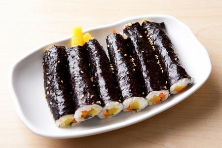 Small gimbap, Korean food