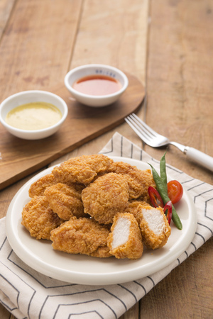 Fried Chicken and sauce Banque d'images - 108288340