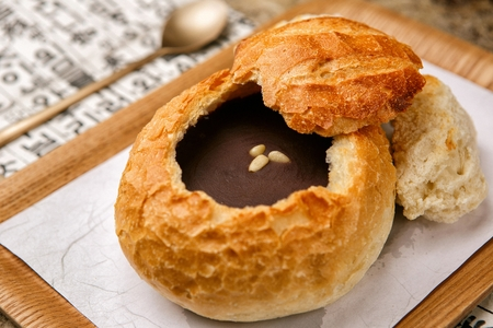 Bread stuffed with sweet red-bean porridge