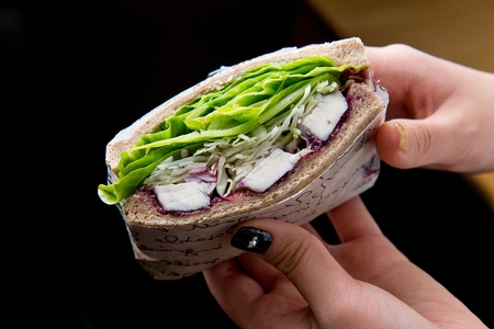 healthy whole weat sandwhich held with hands 版權商用圖片