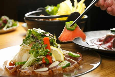 Tuna sashimi cooked slightly (tadaki) 版權商用圖片 - 109286521