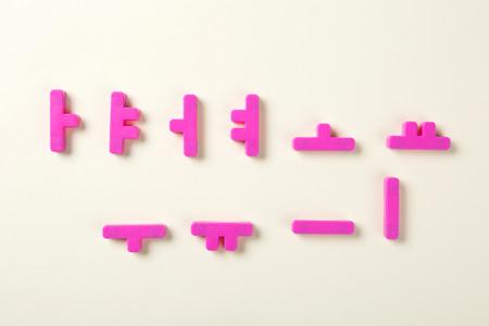 Objets éducatifs. étude pour les enfants. nombres, mots de coréen, mots d'anglais, briques 102