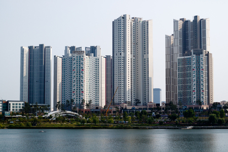 Cityscape of Korea with tall apartments and buildings Foto de archivo