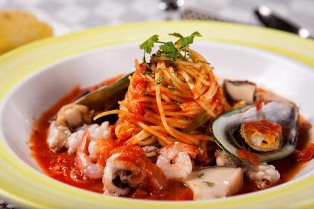 Pescatore tomato pasta on a plate with yellow designs Banco de Imagens