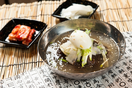 famous Korean cuisine, Mul Naengmyeon, buckwheat noodles served in chilled soup made of dongchimi (radish kimchi) and beef broth 版權商用圖片