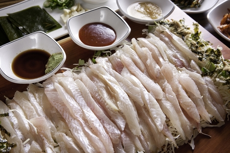 Flatfish sashimi, raw sashimi sliced thinly, red-chili pepper paste, wasabi, soy sauce 版權商用圖片