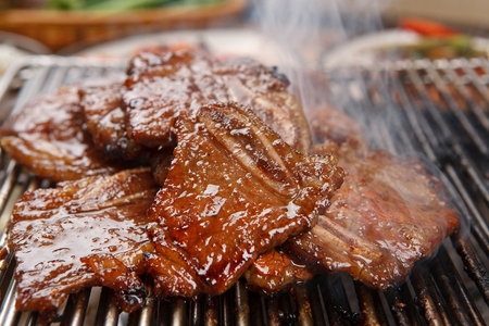 Marinated LA rib being grilled Stockfoto
