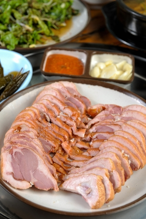 Smoked duck, on a white round plate 版權商用圖片