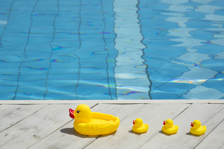 Summer holiday concept photo. vacation items and beach accessories in swimming pool or yellow background. 168 Banque d'images