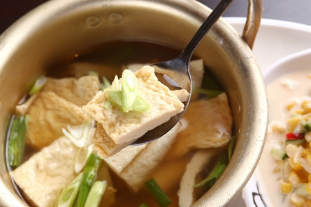 Spoon grabbing fish cakes fromhot fish cake soup (odengtang)