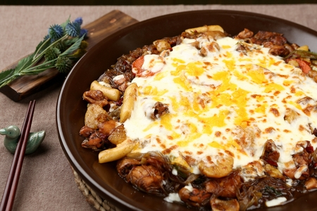 Braised spicy chicken with cheese in pot