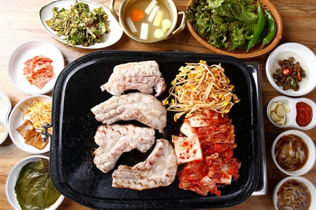 Pork belly and bean sprouts, kimchi, on black grill