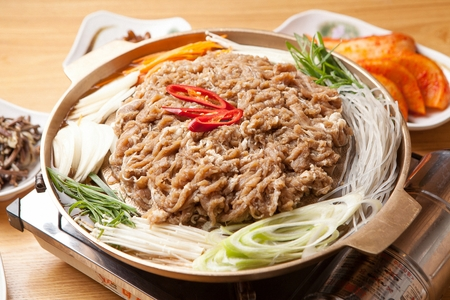 Soy sauce marinated thin pork and vegetables boiled in pot
