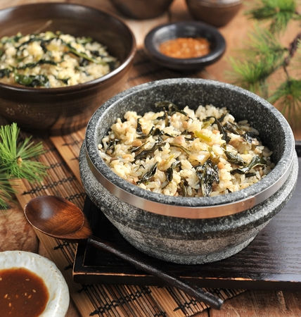 Gondeure-namul-bap, seasoned thistle with rice in stone pot