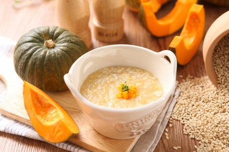 pumpkin porridge with squash on bowl 版權商用圖片