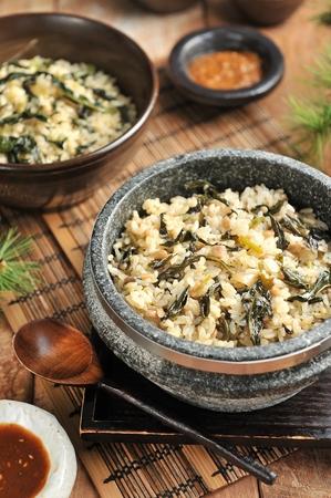 Korean cuisine - Gondeure-namul-bap, seasoned thistle with rice in stone pot Imagens