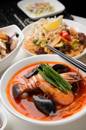 Korean-Chinese cuisine, Jjambbong, spicy seafood noodle soup with squid, mussel and shrimp 免版税图像 - 117899612