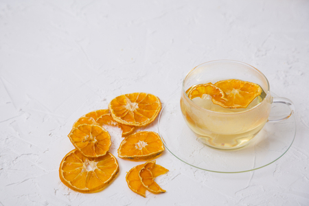 Collections of fresh tangerines. Tangerine slices, juice with leaves. Fruit composition. Banque d'images