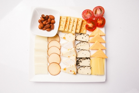 wine fingerfoods including crackers, cheddar cheese and camembert cheese Imagens