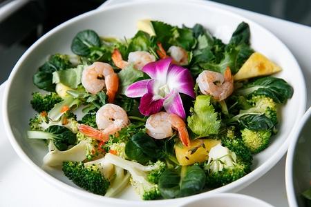 broccoli salad with shrimps