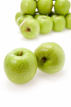 green apples with drops, white background 스톡 콘텐츠