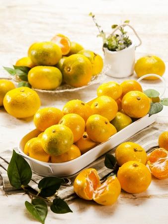mandarin fruits with drops, studio creative shot 免版税图像
