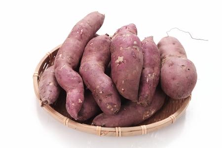 sweet potatoes in woven basket Banco de Imagens