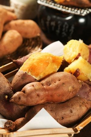grilled sweet potatoes in woven basket Banco de Imagens