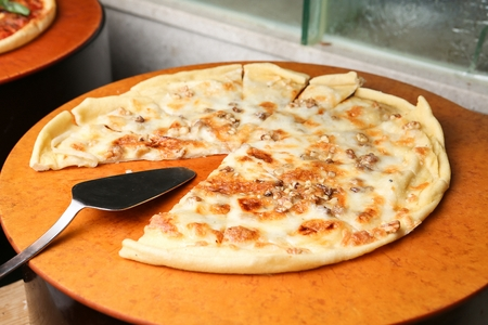 Gorgonzola pizza with minced peanuts 스톡 콘텐츠