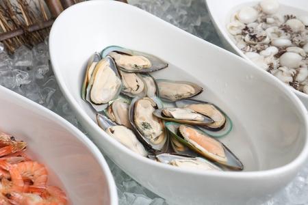 mussels in platter