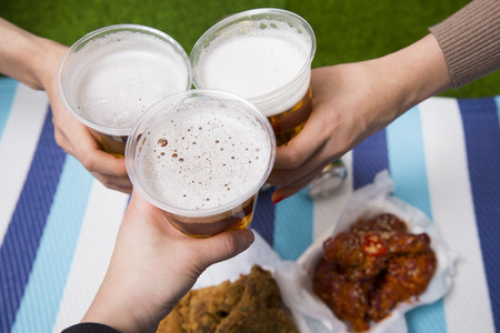 Korean style chicken and beer, delicious fried or spicy sauce chicken with cool beer Stockfoto - 122835459