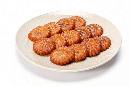honey cookie on round plate