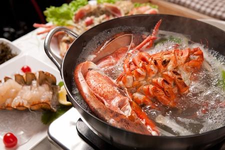 homard bouillant dans une marmite Banque d'images