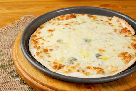 gorgonzola pizza with thin dough