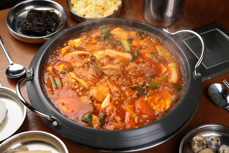 braised spicy chicken with vegetables