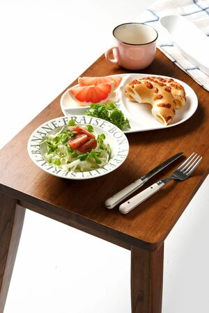 Brunch composed of bagel, fruits and salad