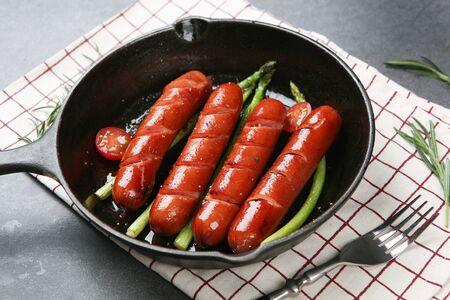 Grilled sausage and vegetables on frying pan 版權商用圖片