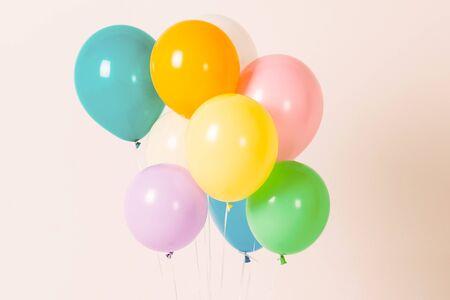 Kolorowe balony na tle 033