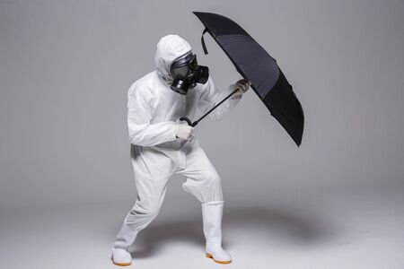 Male scientist in protective suit and antigas mask with glasses. 046 Banque d'images