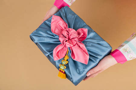 the Korean traditional wrapping cloth, refreshments and greeting card 072 스톡 콘텐츠