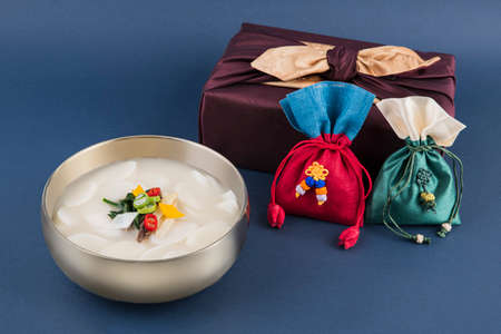 the Korean traditional wrapping cloth, refreshments and greeting card 028 스톡 콘텐츠 - 150671510