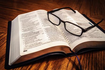 iglesia: Estudio de la Biblia