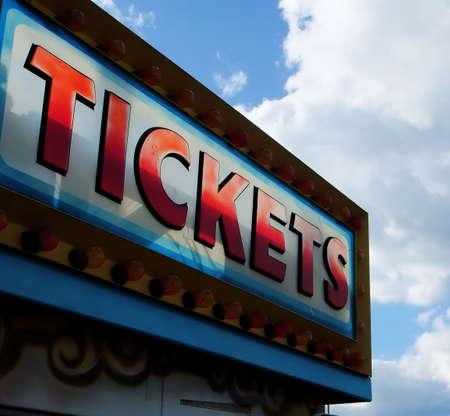 Detalle de Cabina de neón en el billete de entrada al Parque de Atracciones Foto de archivo - 3683570