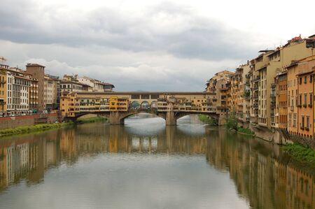 ponte vecchio: The Ponte Vecchio Bridge in Florence, Italy.