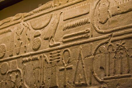 古代エジプトの象形文字のクローズ アップ 写真素材