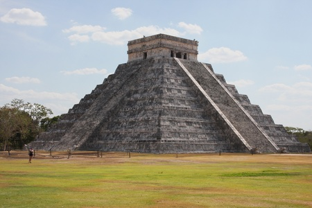 Main temple in Chichen Itza photo