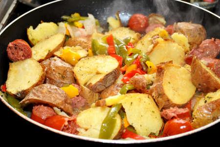 Frying Kielbasa, Potatoes and Peppers Reklamní fotografie